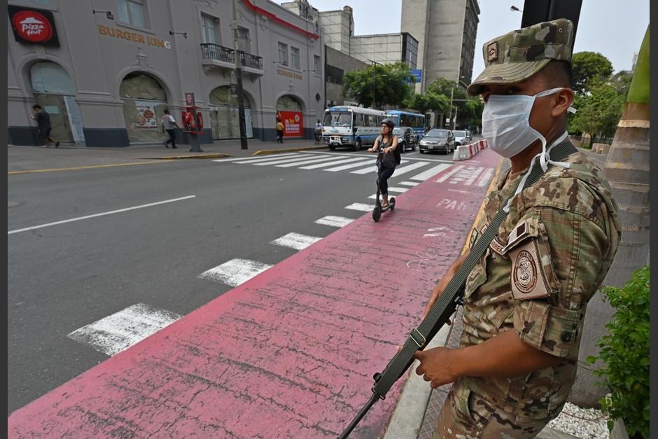 Policia De Peru Dispara Al Aire Para Obligar A Cumplir Cuarentena Soy502