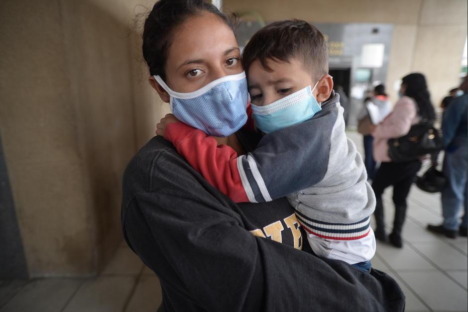Sonia Escobedo logró rescatar a su hija cuando un hombre trató de arrebatársela. (Foto: Wilder López/Soy502)
