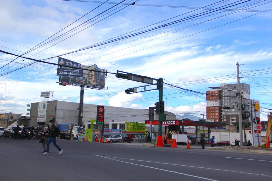 En la 31 calle y calzada Atanasio Tzul ya se acondiciona el área para iniciar los desvíos y construcción de un nuevo paso a desnivel. (Foto: Fredy Hernández/Soy502)