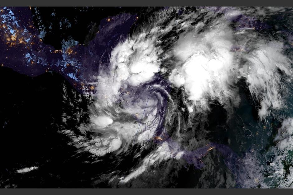 La Depresión Tropical Eta ha afectado cientos de personas en Centroamérica. (Foto: Centro de Huracanes)