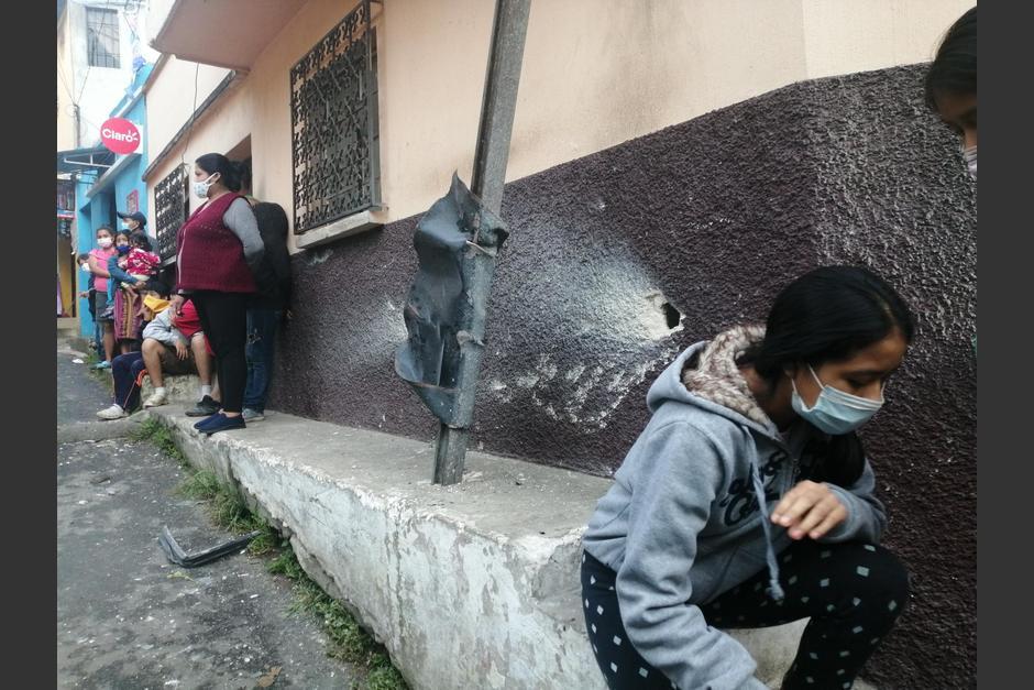 Algunos inmuebles cercanos a la tortillería sufrieron daños por la explosión. (Foto: Municipalidad de Mixco)