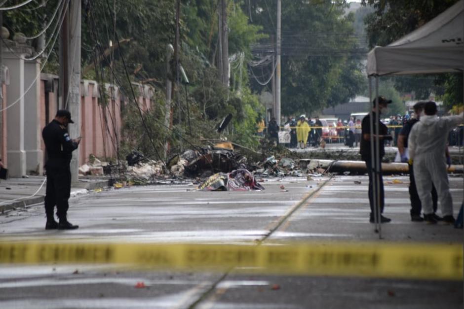 La avioneta derribó árboles y postes en la zona 9 capitalina. (Foto: Wilder López/Soy502)