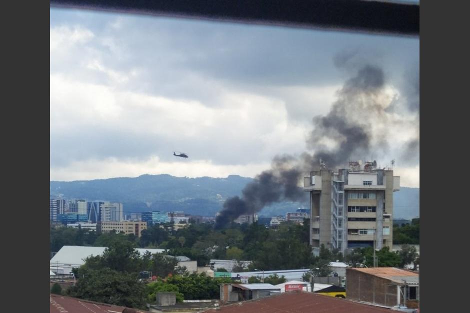 Una avioneta cayó en un sector de la zona 9. (Foto: Twitter Victor Bolaños)