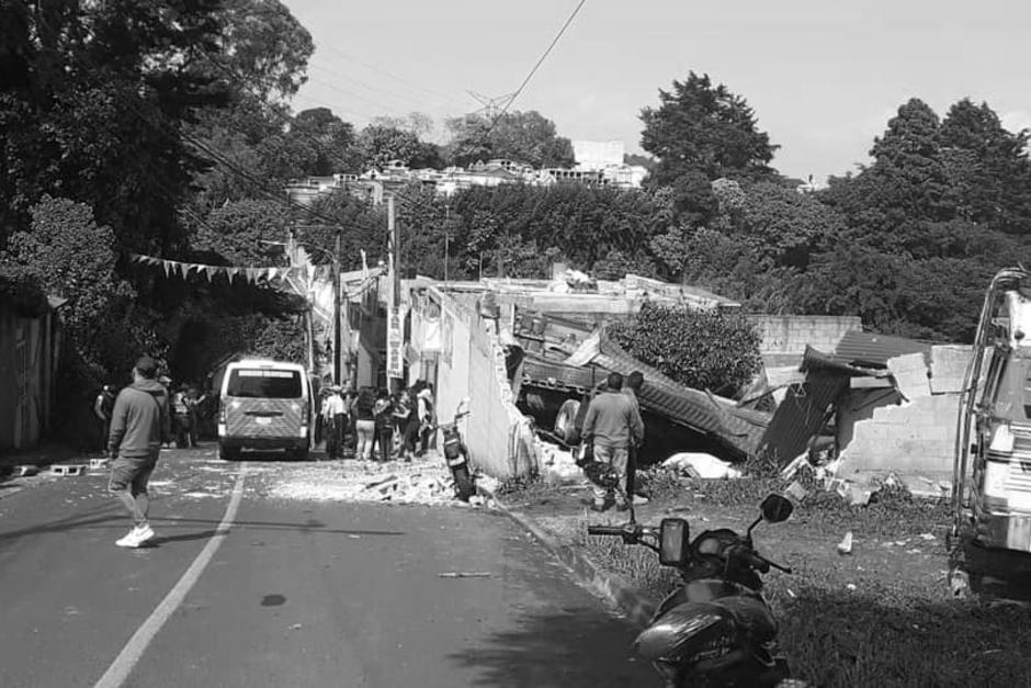 El piloto del camión informó que perdió el sistema de frenos. (Foto: PMT/Pinula)