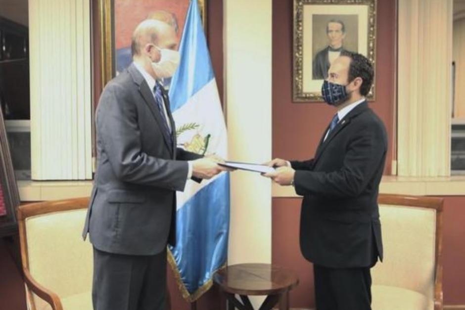 El canciller guatemalteco Pedro Brolo y el Embajador de Estados Unidos en Guatemala, William W. Popp. (Foto: Minex)