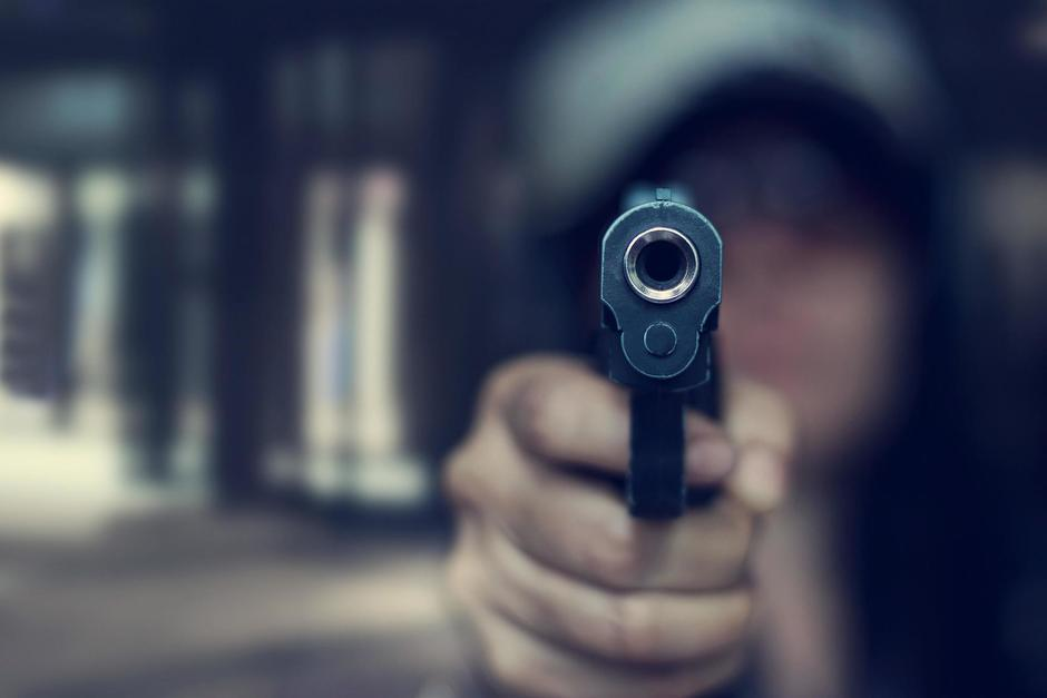"""Dos """"motoladrones"""" asaltaron y agredieron a una mujer en un sector de Villa Nueva. (Imagen con fines ilustrativos. Foto: Shutterstock)"""