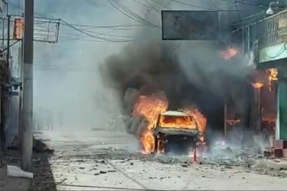 Un incendio consumió una cohetería en Quetzaltenango, dos menores quedaron atrapados. (Foto: Captura de pantalla)