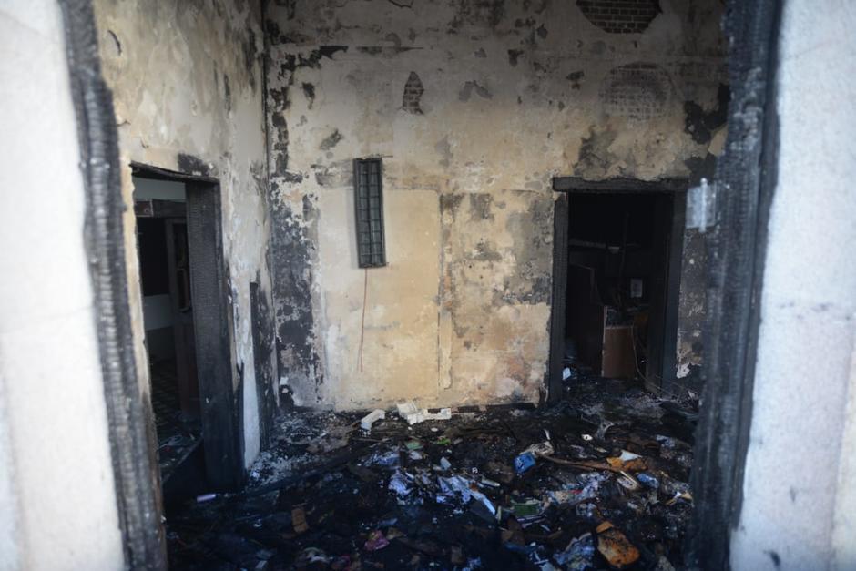 El área de Dirección Legislativa del Congreso quedó completamente quemada. (Foto: Wilder López/Soy502)
