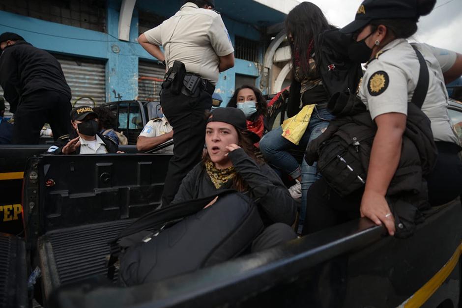 Fue detenida y agredida por la PNC. (Fotografía: Wilder López / Soy502)