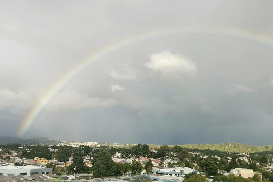 Pudo observarse desde diferentes puntos de la ciudad (Fotografía: Brenda González / Soy502)