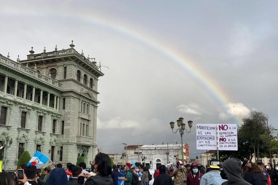 Así se observó frente al Palacio Nacional (Fotografía: Twitter @CLeverongt)