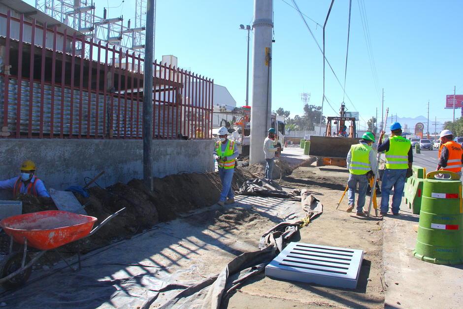 Se trabaja en el carril de incorporación sobre la Atanasio hacia el norte. (Foto: Fredy Hernández/Soy502)