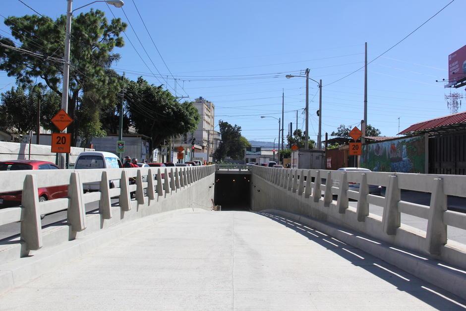 El paso a desnivel de la 35 calle y Atanasio Tzul estará habilitado en unas tres semanas. (Foto: Fredy Hernández/Soy502)