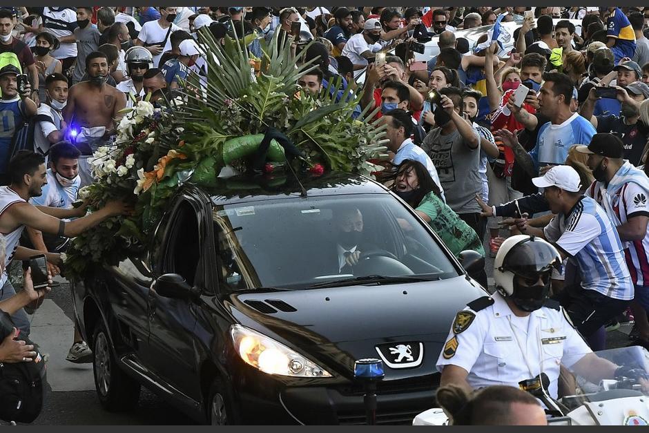 El sepelio estuvo acompañado de un fuerte dispositivo de seguridad. (Foto: AFP)