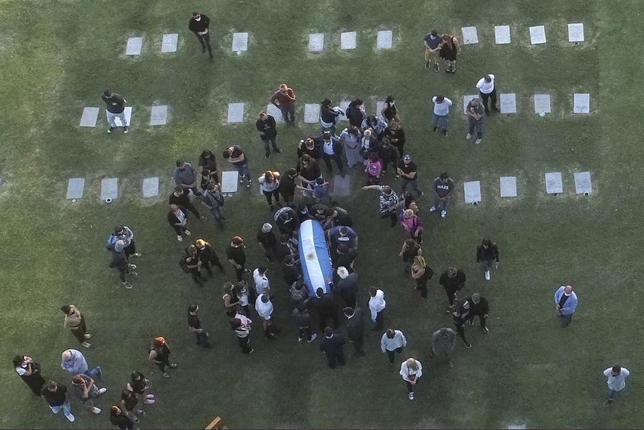 Los restos de Diego Armando Maradona ya fueron inhumados. (Foto: AFP)