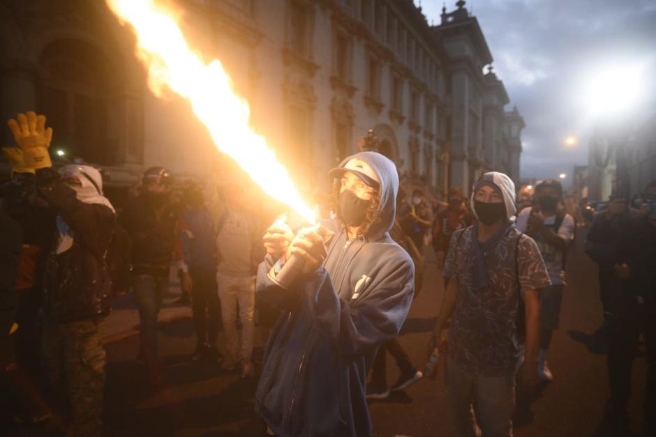Las protestas de este 28 de noviembre transcurrían con normalidad, hasta que un grupo irrumpió y provocó enfrentamientos. (Foto: Wilder López/Soy502)