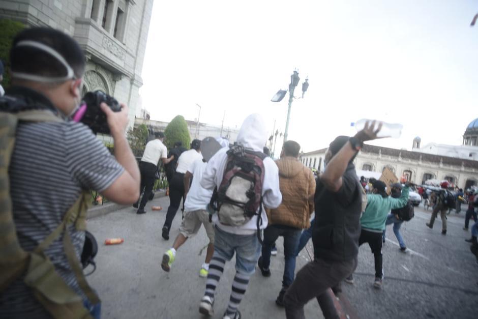 Los supuestos infiltrados agredieron a la PNC y provocaron disturbios. (Foto: Wilder López/Soy502)