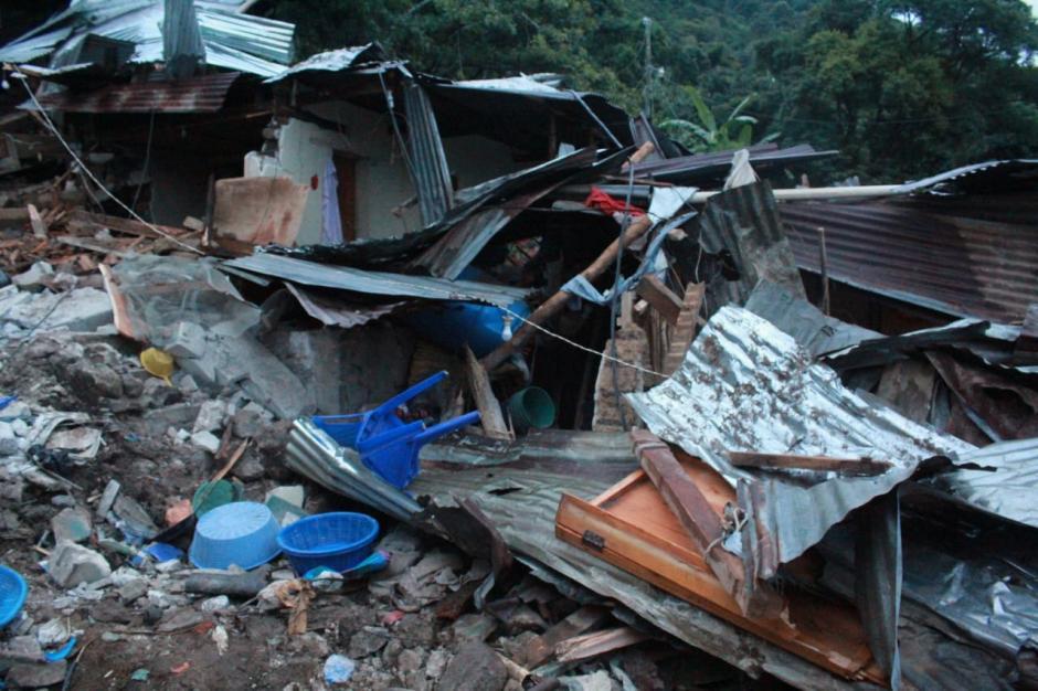 Se estima que entre 8 y 12 casas quedaron destrozadas. (Foto: Stereo100)