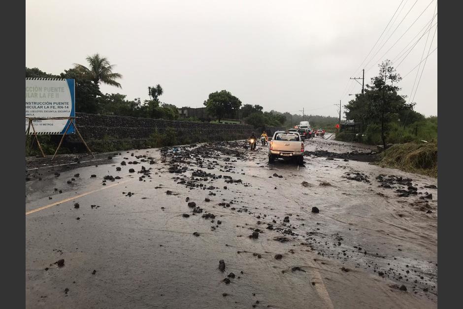 Un lahar descendió desde el Volcán de Fuego y afectó de nuevo el área cercana a San Miguel Los Lotes, Escuintla. (Foto: Cruz Roja)