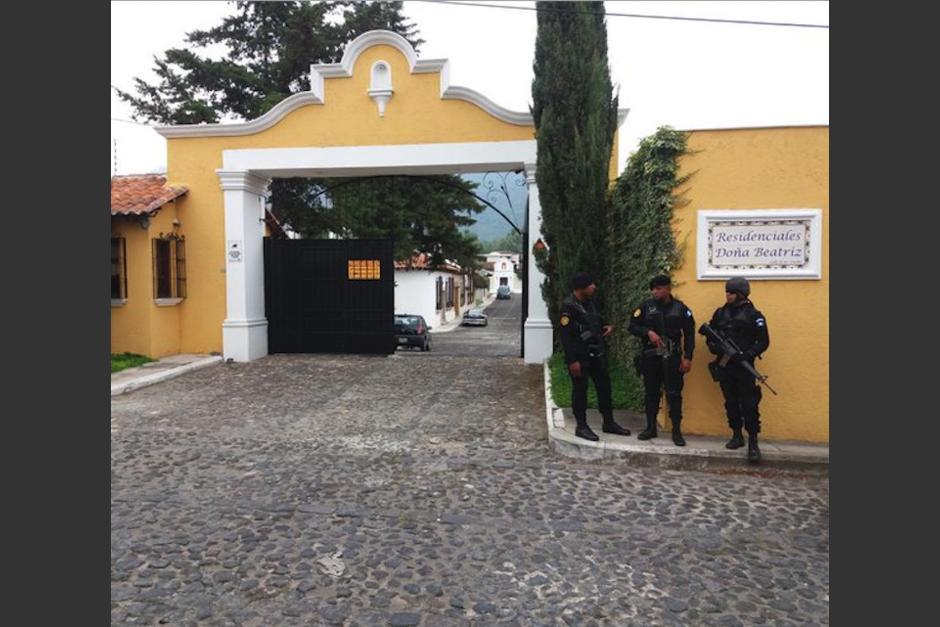 Vista del ingreso al residencial donde se localizó el dinero. (Foto: archivo)