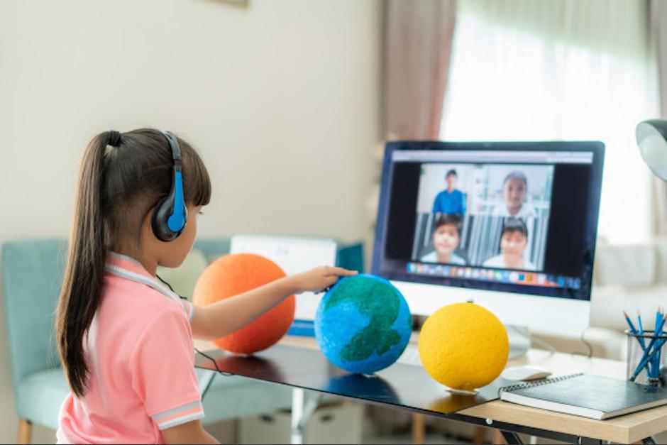 El sistema educativo podría ser híbrido, algunas veces desde casa, otras presenciales. (Foto: Freepik)