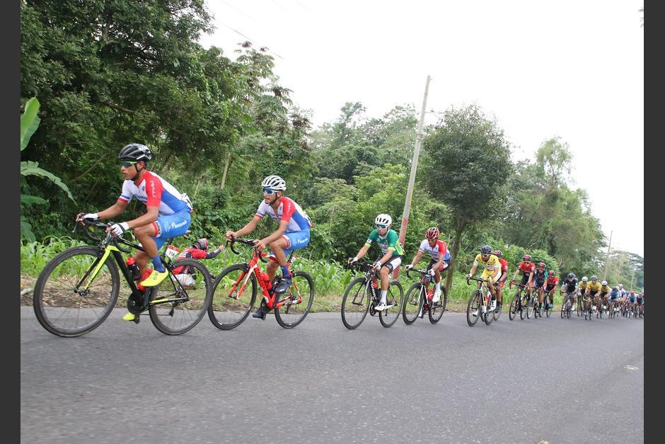 La caída de Manuel Rodas y otros ciclistas en Coatepeque