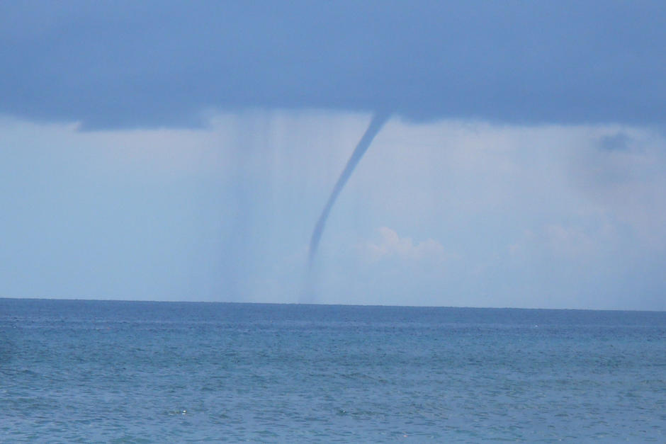 Una tromba marina fue captada en Belice durante el paso de la tormenta tropical nana. (Imagen con fines ilustrativos. Foto: Shutterstock)