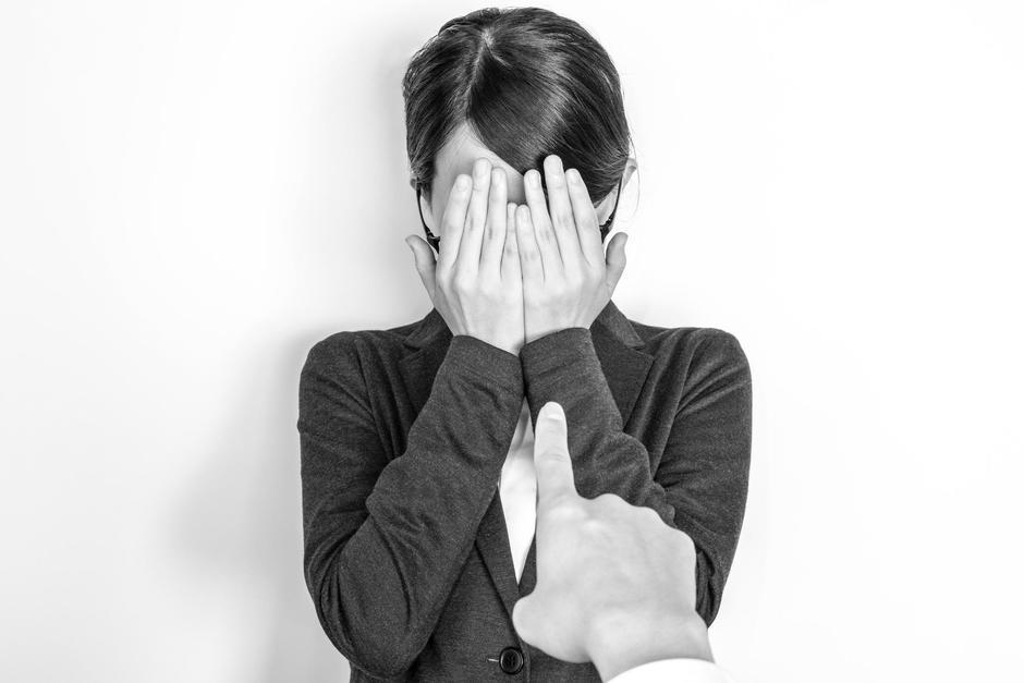 Una empleada doméstica es acusada de robar joyas en una vivienda, su empleadora grabó en video a la mujer, la obligó a confesar y subió el video a Tik Tok. (Imagen con fines ilustrativos. Foto: Shutterstock)