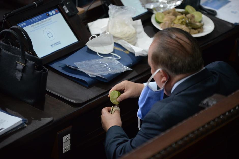 El Congreso compró almuerzo para los parlamentarios este jueves. (Foto: Wilder López/Soy502)