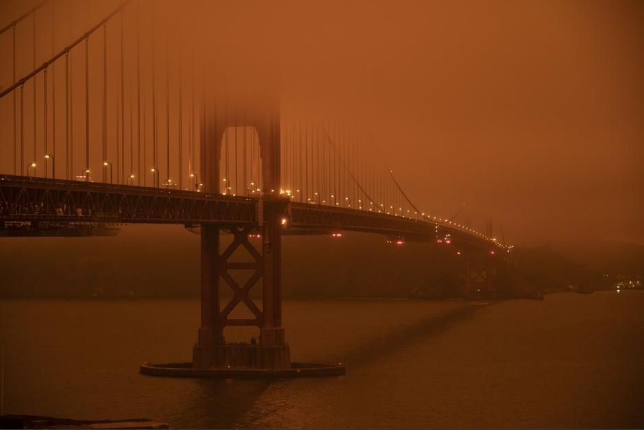 El cielo lucía como una escena apocalíptica en San Francisco, California. (Foto: AFP)