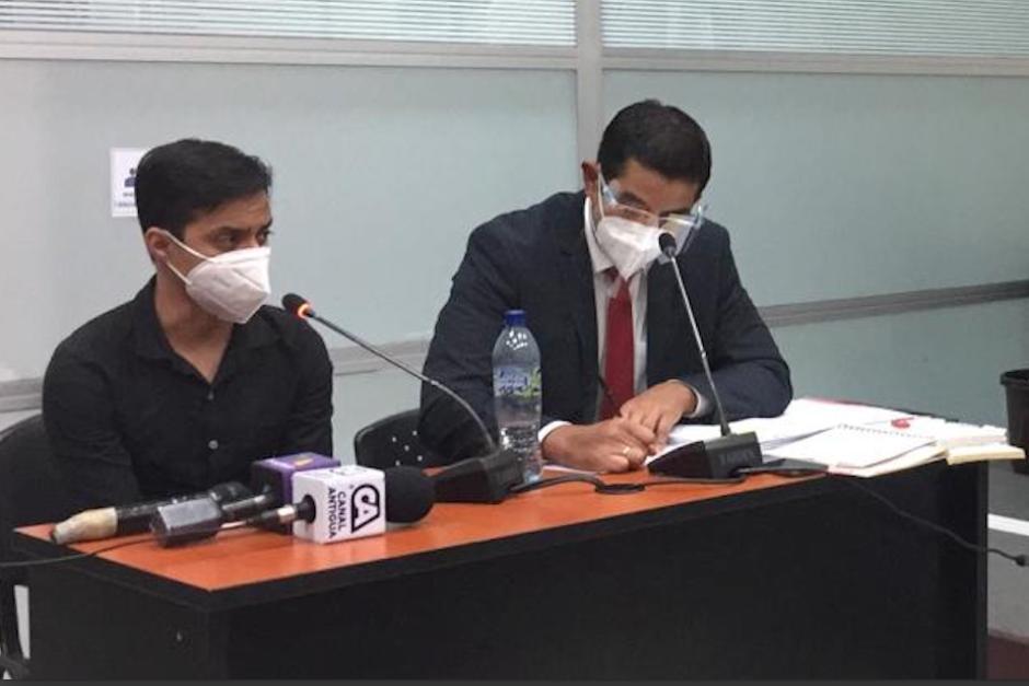 Sonny Figueroa junto a su abogado defensor. (Foto: cortesía)