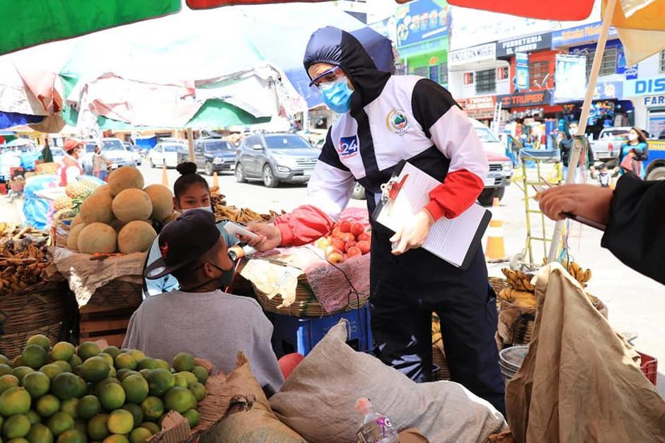 El Ministerio de Salud y el Departamento de Salud la Municipalidad de Quetzaltenango verificaron el cumplimiento de medidas de salud en la Terminal de Minerva. (Foto: Municipalidad)