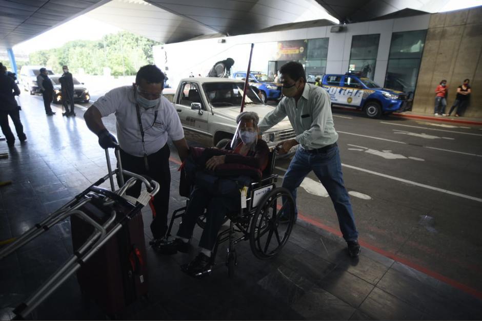 Los pasajeros agradecieron la reapertura del aeropuerto La Aurora. (Foto: Wilder López/Soy502)