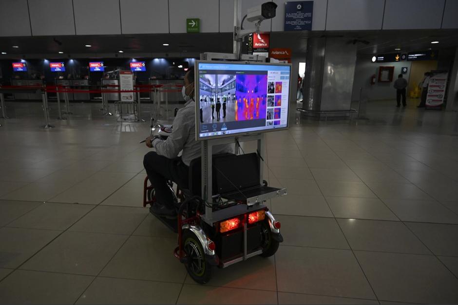 Confirman al primer pasajero con Covid-19 en aeropuerto La Aurora