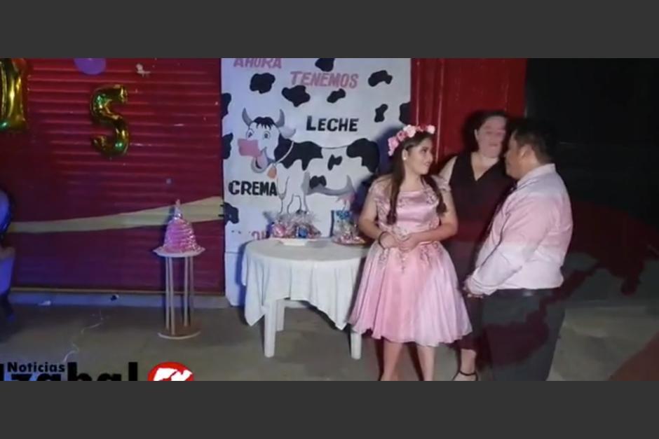 La familia de Juliana María celebró a lo grande la fiesta de 15 años. (Foto: captura de pantalla)