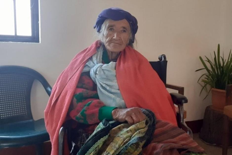 La abuelita narró que la fueron a dejar de madrugada en un picop. (Foto: La Voz de Xela)