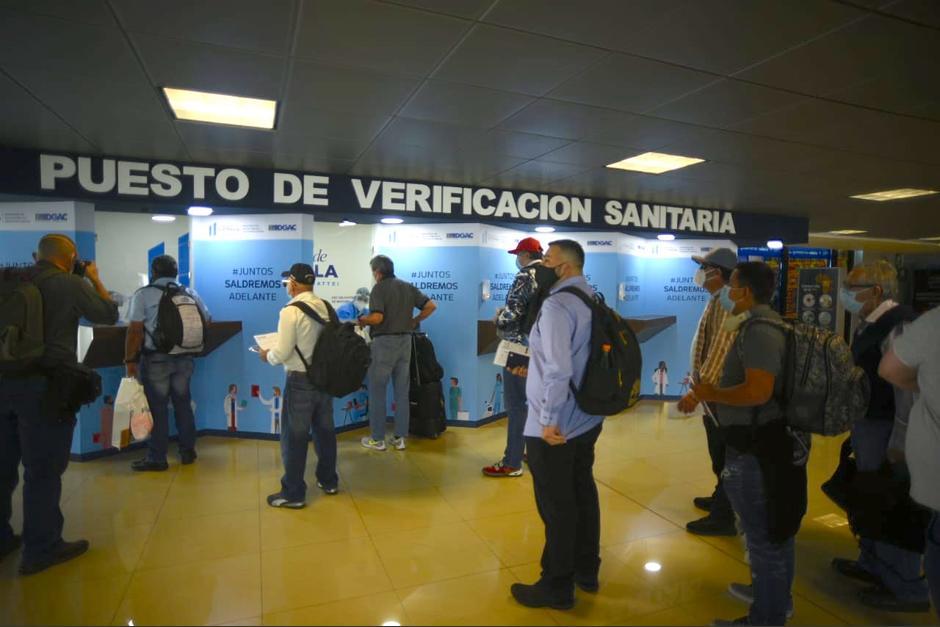 Aeronáutica pide a las líneas aéreas que no dejen abordar a pasajeros sin prueba de Covid-19 con resultado negativo. (Foto: Wilder López/Soy502)