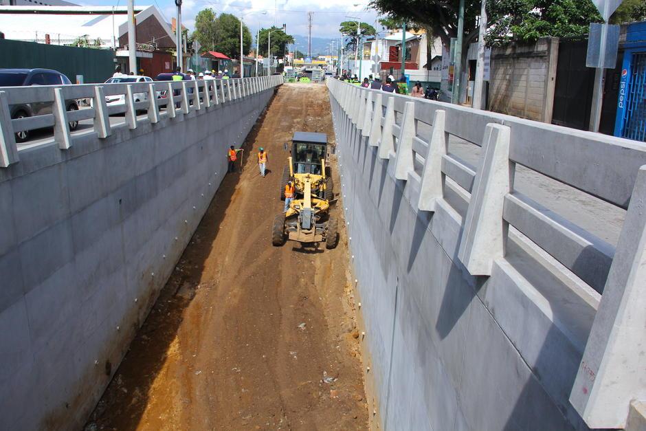 El paso a desnivel de Santa Elisa ha avanzado en una gran parte y en unas semanas se habilitará. (Foto: Fredy Hernández/Soy502)