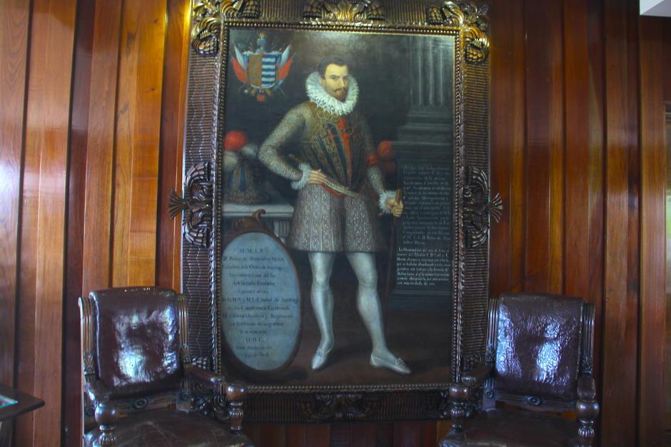 El cuadro del conquistador de Guatemala ya no se verá en la antesala del salón Miguel Ángel Asturias, en el séptimo nivel del Palacio Municipal. (Foto: Soy502)