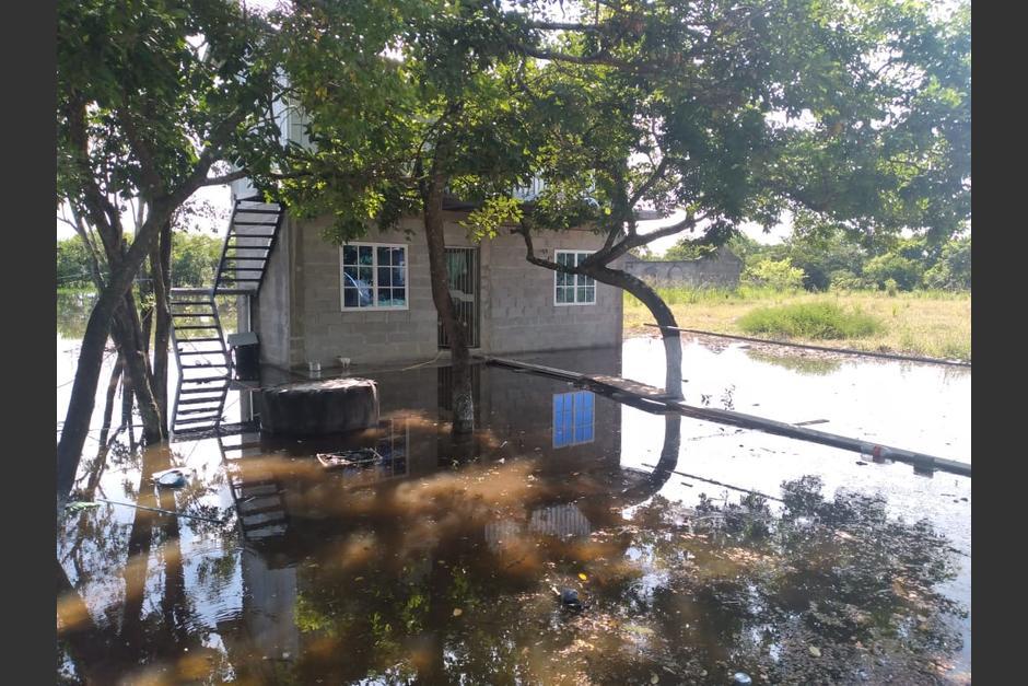 Por las fuertes lluvias se desborda el río La Pasión y causa inundaciones. (Foto: Conred)