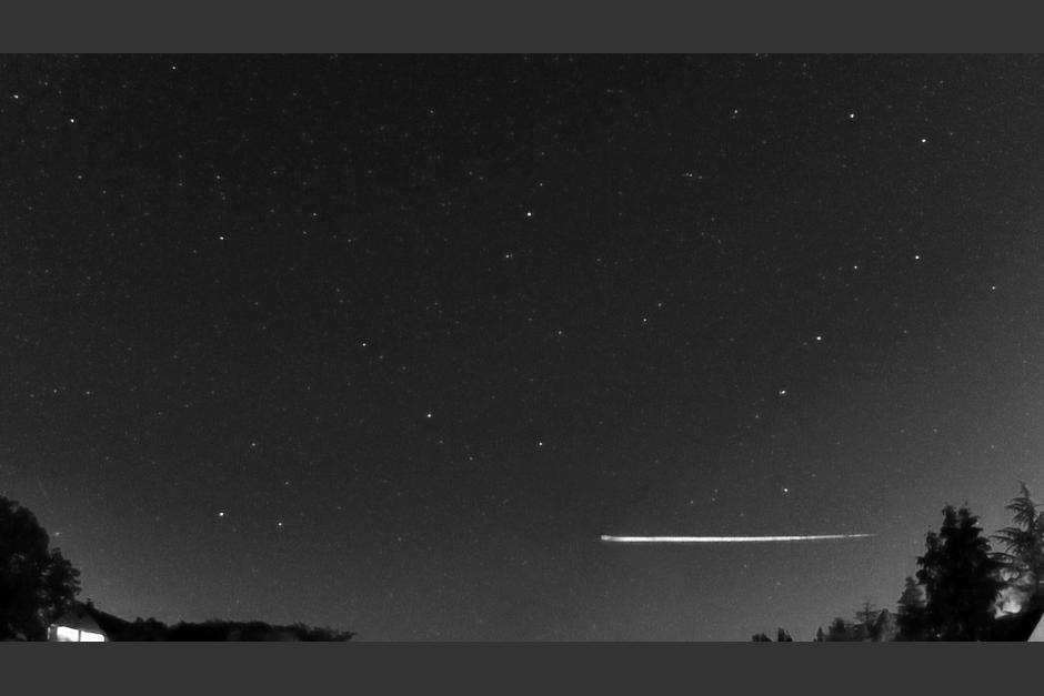 Meteorito rebota en la atmósfera de la Tierra y vuelve al espacio