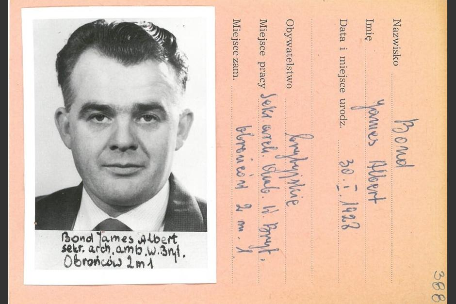 Muestran documento de identificación de un agregado militar británico con el nombre de James Albert Bond, igual que el Agente 007. (Foto: Institute of National Remembrance)