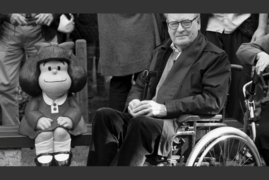 Quino junto a la estatua de Mafalda en España. (Foto: Eldiario.es)