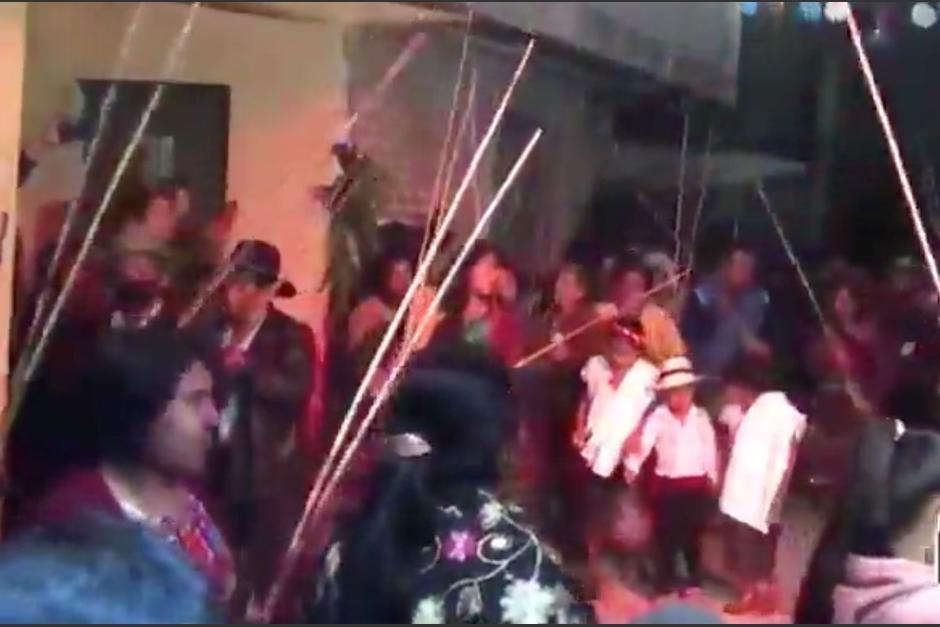 Sin mascarilla y con grandes aglomeraciones, realizan fiesta en Uspantán. (Foto: Captura de pantalla)