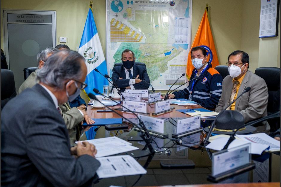 El presidente Alejandro Giammattei participó en la reunión del Sinaprese para conocer los resultados de la Semana Santa. (Foto: Conred)