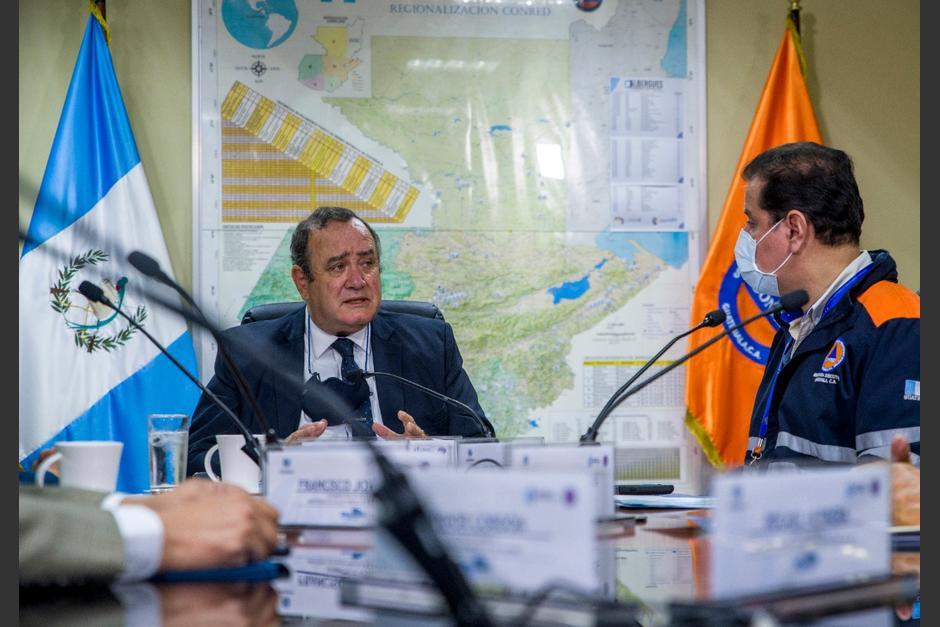 El presidente Alejandro Giammattei participó en la reunión del Sinaprese, para evaluar las cifras después de la Semana Santa. (Foto: Conred)