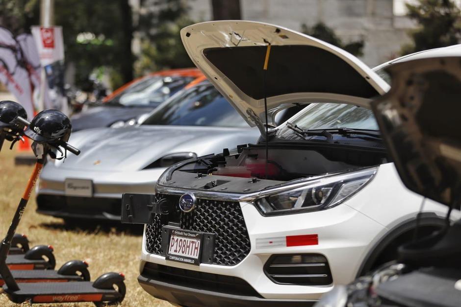 El MEM realizó una exhibición de autos eléctricos para promover su uso en Guatemala. (Foto: MEM)