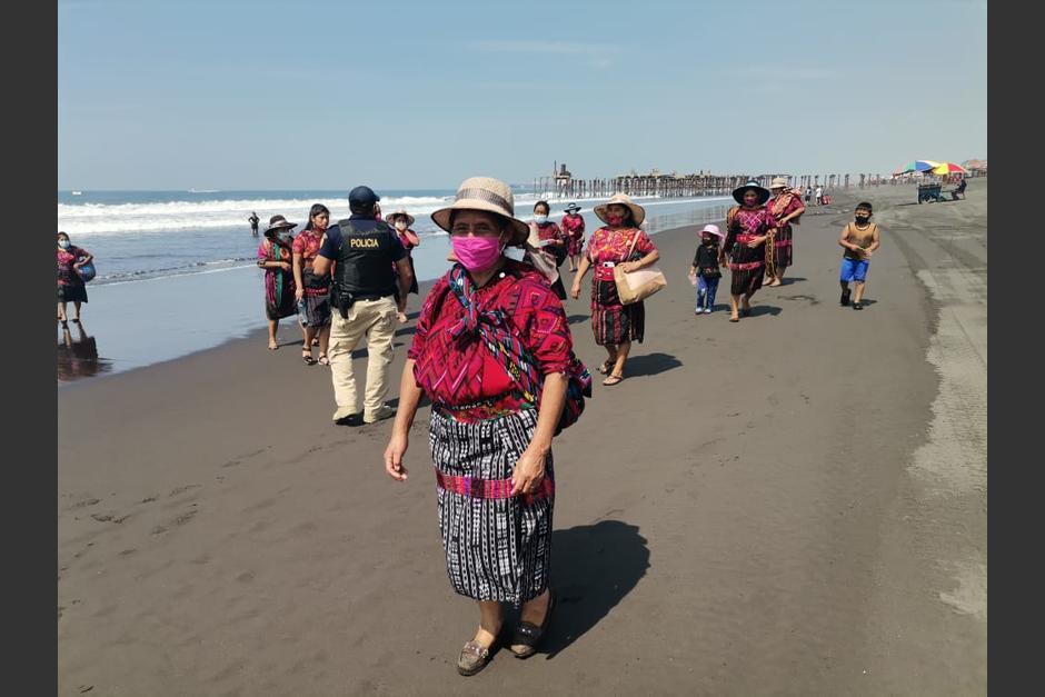 Pese al incremento de casos de Covid-19, veraneantes siguen llegando a las playas del Puerto de San José. (Foto: PNC)