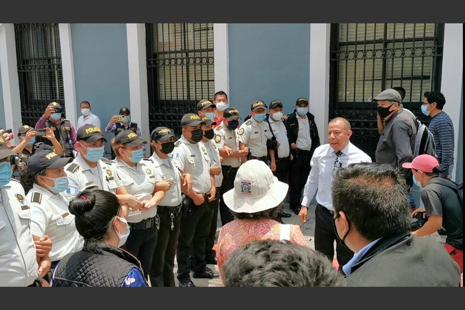 La molestia de Dávila se originó luego de los empujones entre manifestantes y agentes de PNC. (Foto: José Miguel Castañeda/Soy502)
