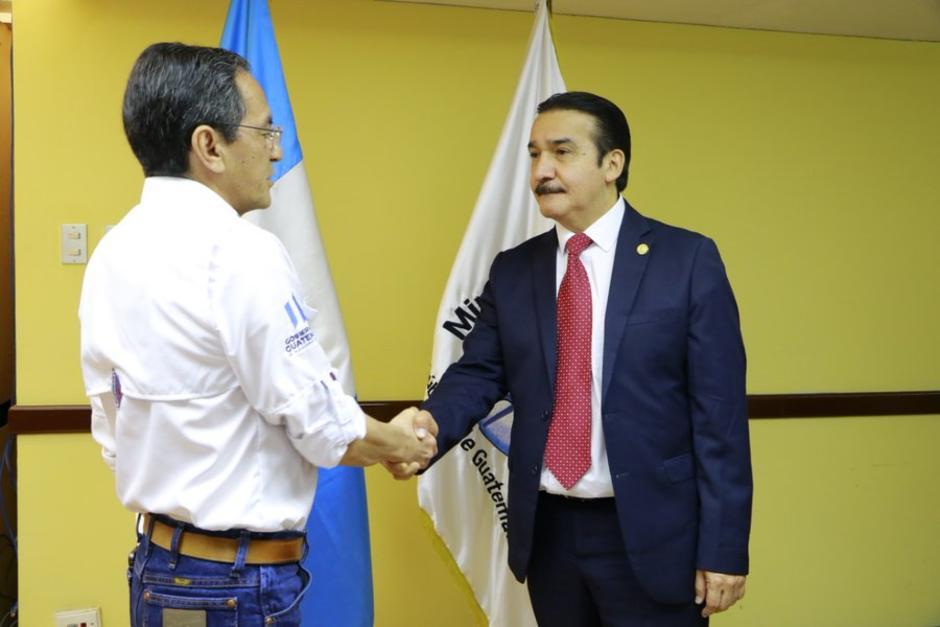 Héctor Marroquín fue juramentado como viceministro en marzo del año pasado, ahora es asesor en la Conred. (Foto: Presidencia)